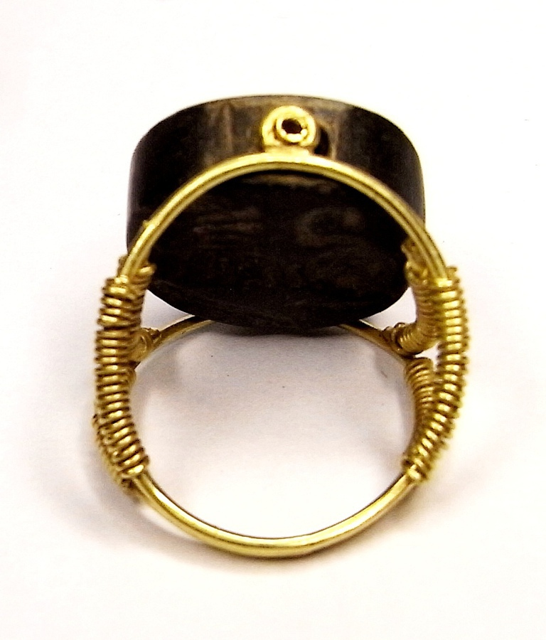 Antique Bactrian swivel-seal ring N202A