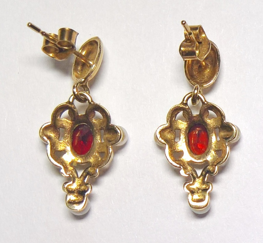 Antique N660A Pretty garnet and pearl earrings