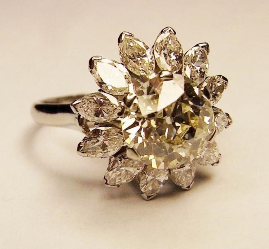 A Light-fancy-yellow diamond cluster ring