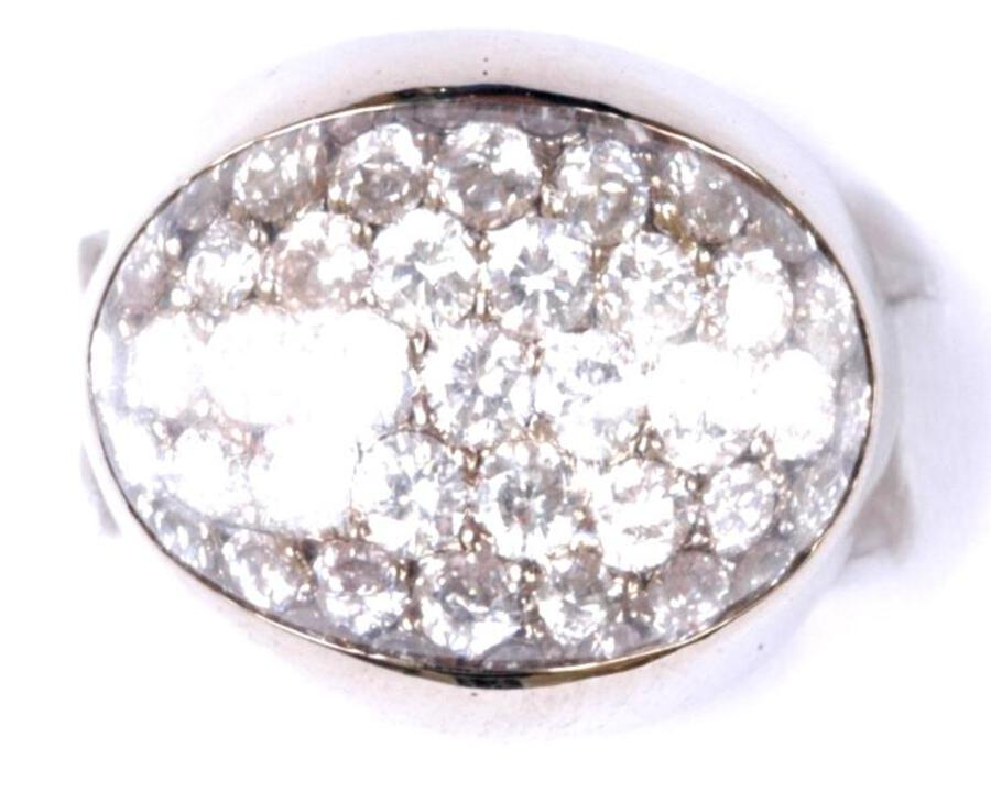 CRYSTAL-TOP BOMBE RING