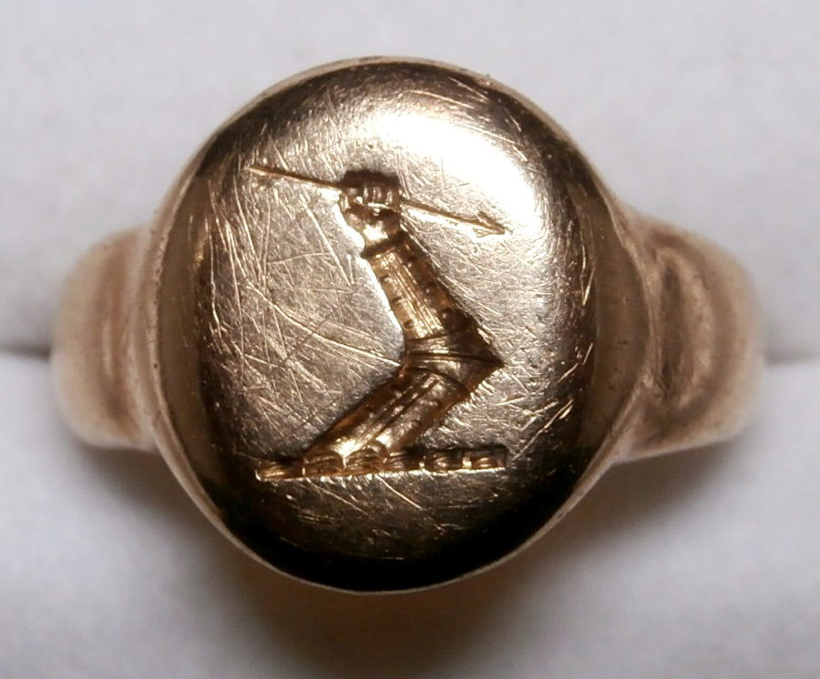 Crested signet ring