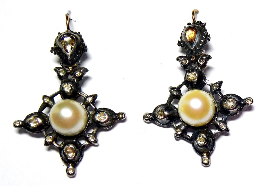 Pearl and rose-diamond earrings  N639A