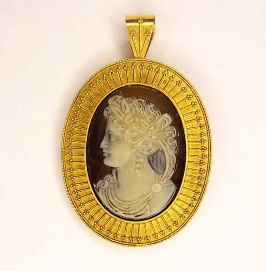 Antique HARDSTONE CAMEO IN 'ETRUSCAN' MOUNT