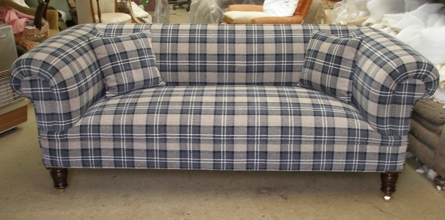 Antique Victorian 3str chesterfield sofa
