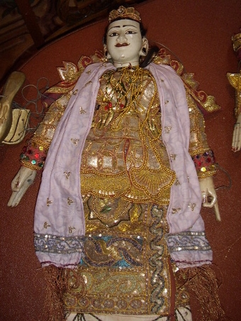 Antique BALANESE ADULT LADY PUPPET HAND MADE 30 INCHES HIGH C1900-1920 ADORNED WITH SEQUINS & GOLD THREADING