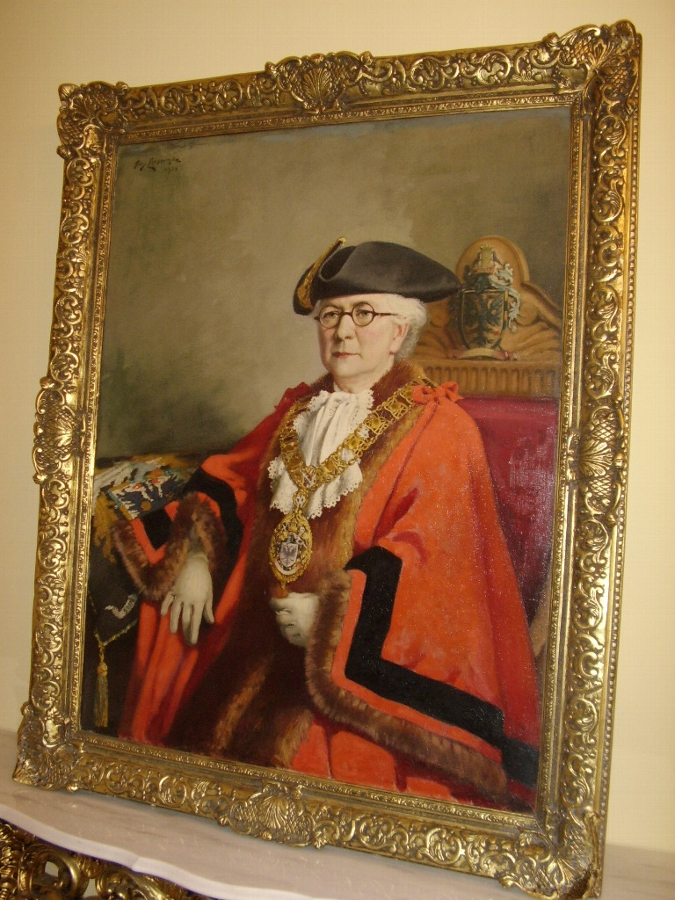OIL PORTRAIT PAINTING OF LADY MAYORESS OF WIMBLEDON BY ROYAL ACADEMY ARTIST GUY LIPSCOMBE SIZE H5...