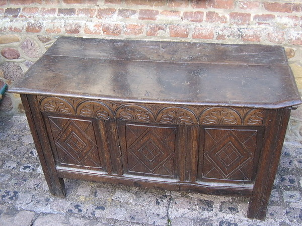 Antique CIRCA 1680-1700  HAND CRAFTED OAK COFFER