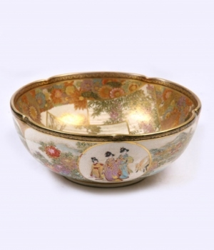 19th century Japanese Satsuma Bowl of superb quality
