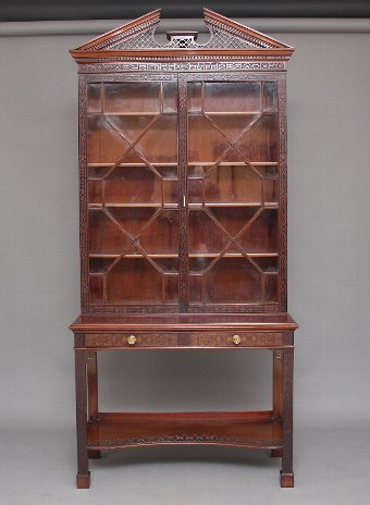 Antique A superb quality early 20th Century bookcase by Edwards & Roberts