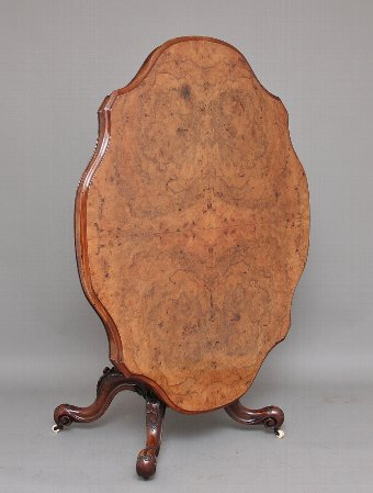 Antique 19th Century Victorian walnut loo / breakfast table