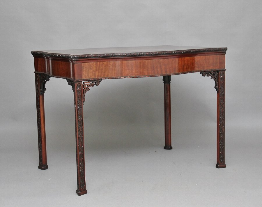 Early 20th Century mahogany center table