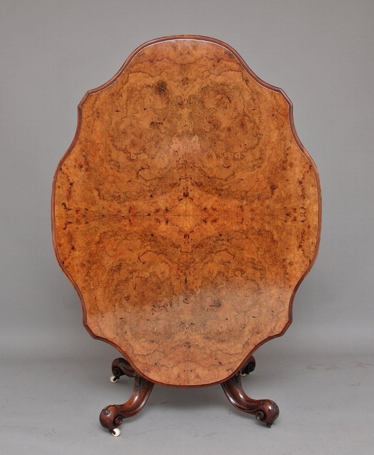 19th Century Victorian walnut loo / breakfast table