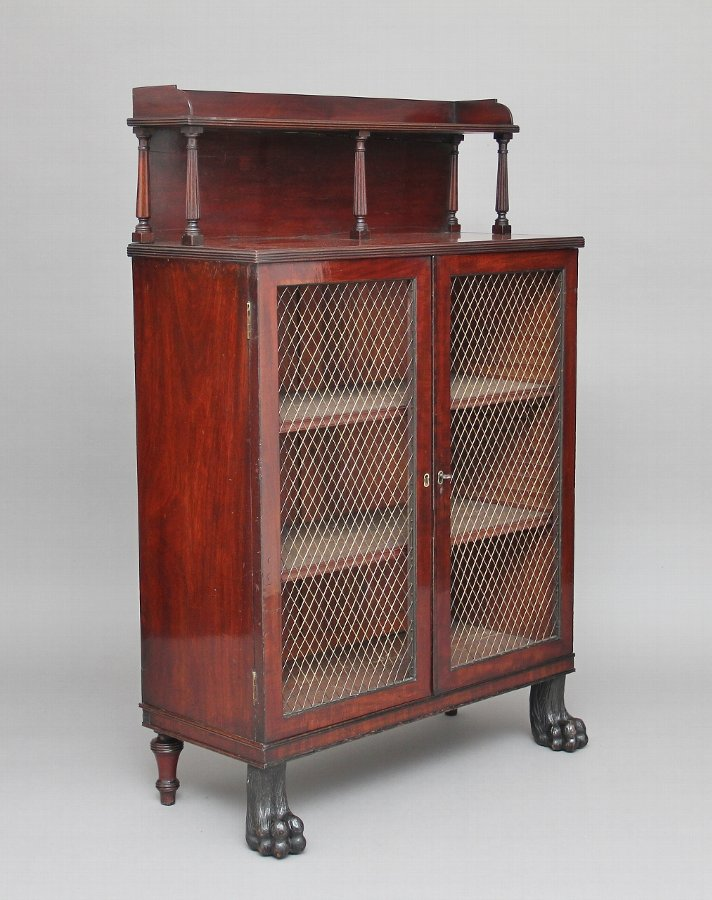Early 19th Century mahogany cabinet