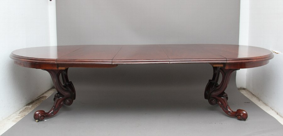 Mid 19th Century mahogany dining table