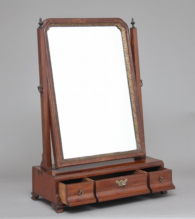 Antique Early 19th Century mahogany dressing table