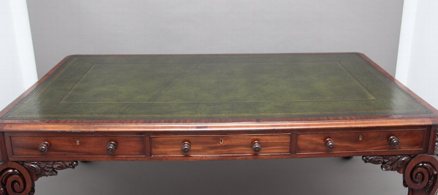 Antique Superb quality large 19th Century mahogany desk