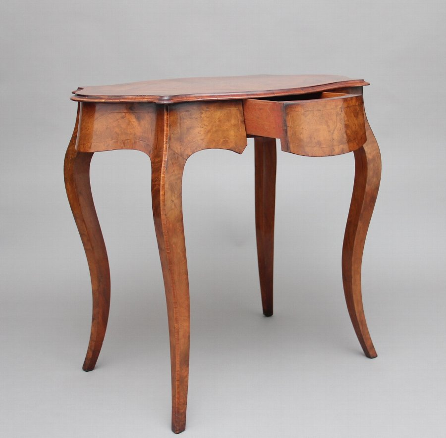 Antique 19th Century walnut and boxwood line centre table