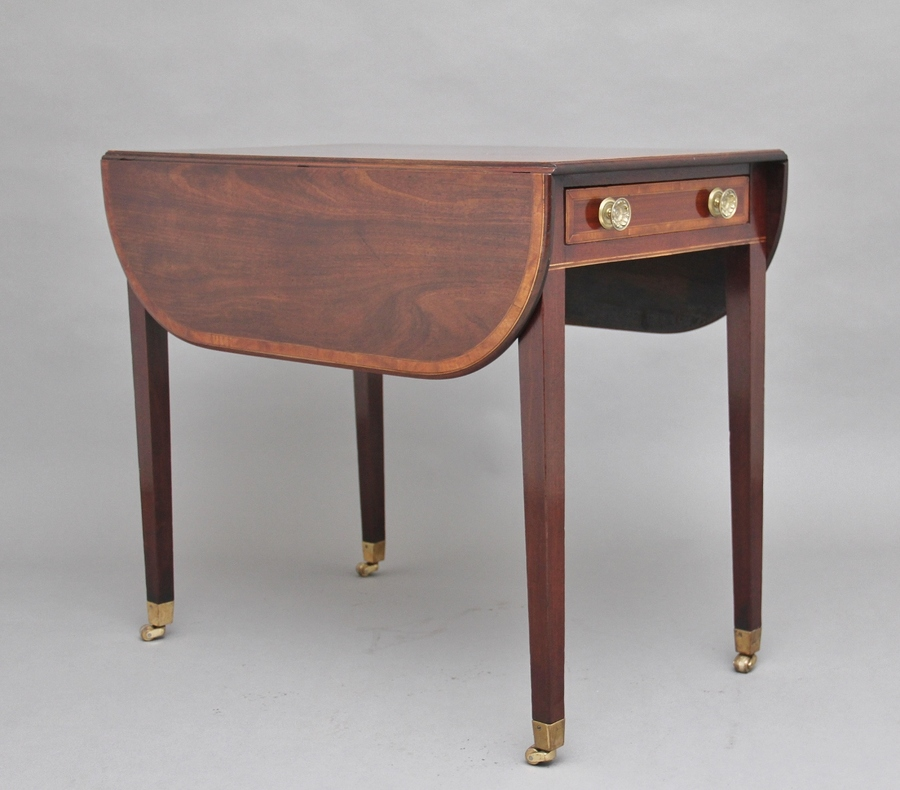 Early 19th Century mahogany Pembroke table
