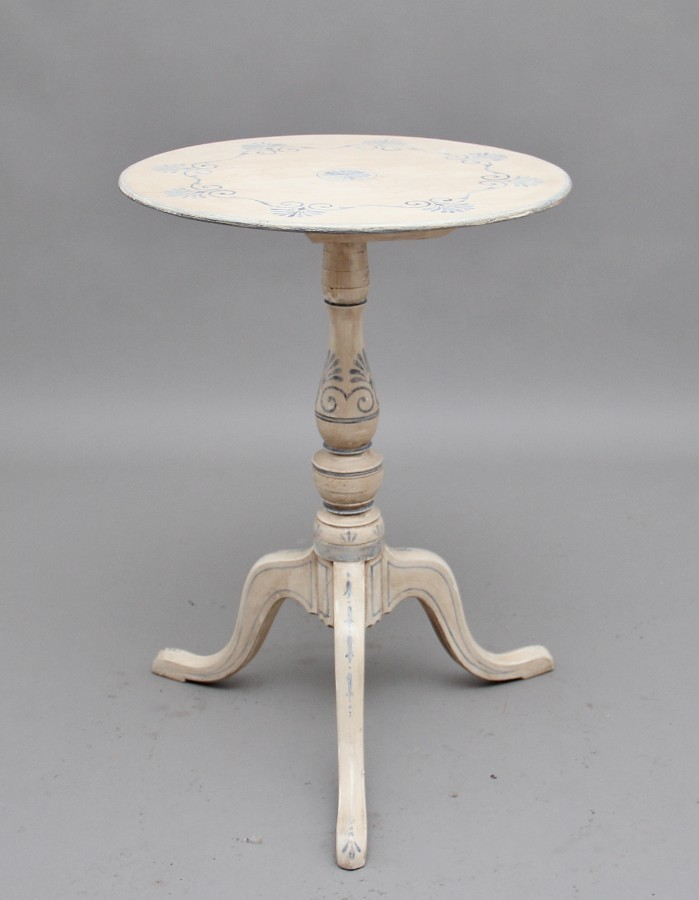 Decorative early 20th Century painted tripod table