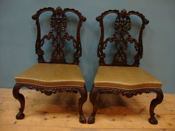 Antique A VERY FINE PAIR OF SIDE CHAIRS IN THE CHIPPENDALE MANNER
