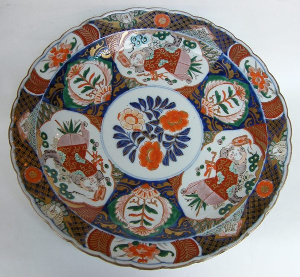 883. Large Early Imari Charger Mid Meiji Period