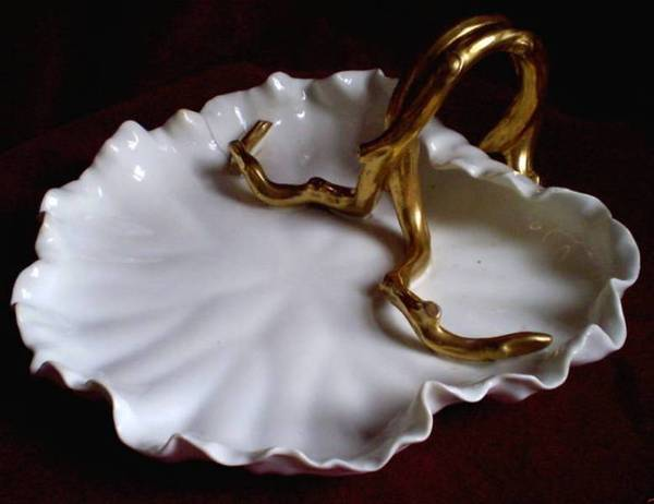 902. Large Moore Porcelain Leaf Centerpiece Late 19th Ct