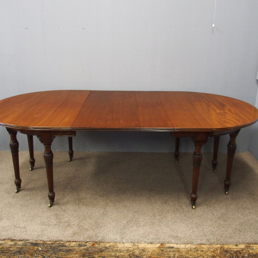 Victorian Mahogany Dining Table with 2 Leaves