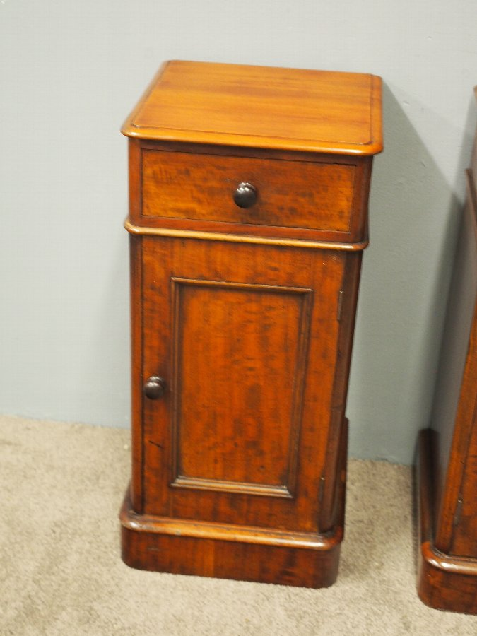 official photos 1fd00 d9451 Pair of Neat Sized Mahogany Bedside Cabinets