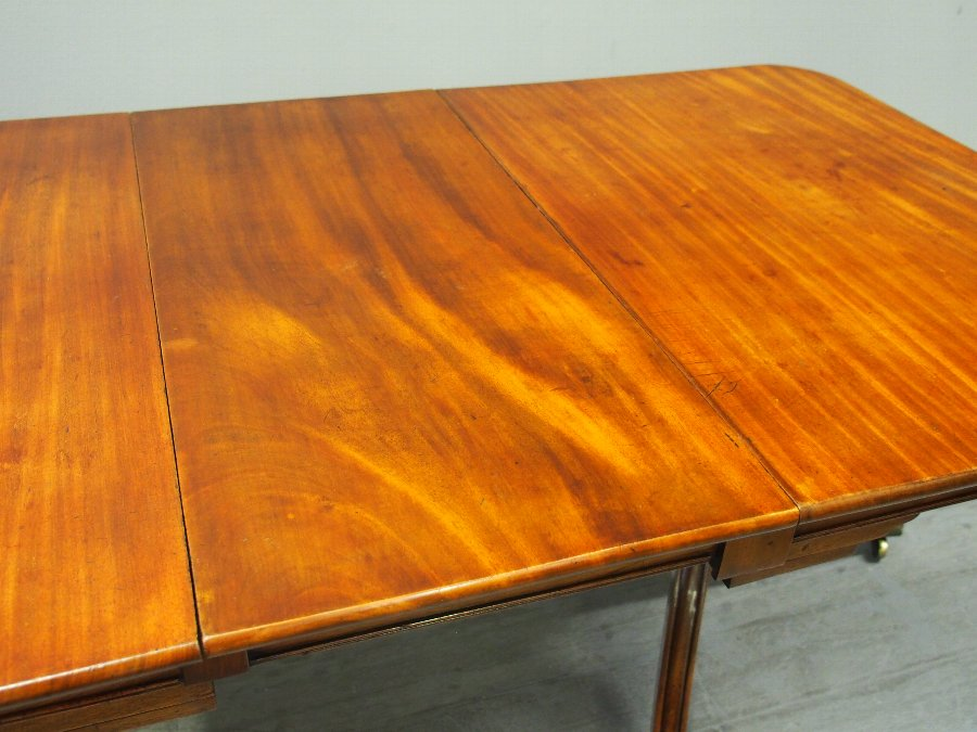 Antique Regency Mahogany Pedestal Dining Table with 1 Leaf