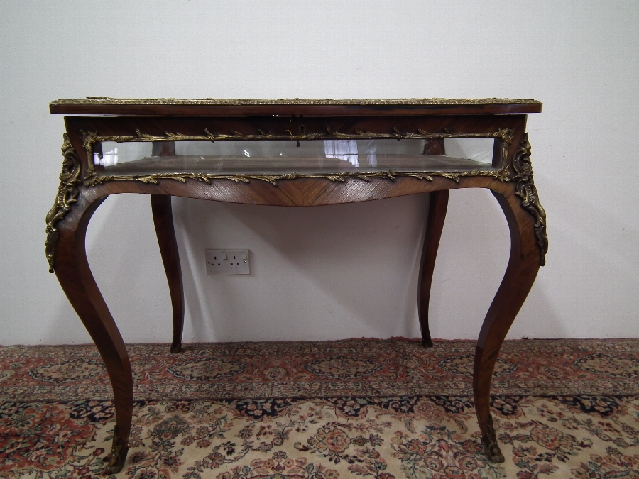 Victorian Rosewood Bijouterie Table