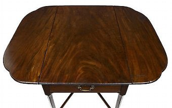 Antique 18TH CENTURY CHIPPENDALE MAHOGANY PEMBROKE TABLE