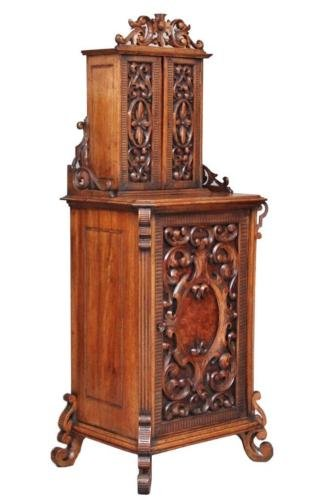 19TH CENTURY CARVED ITALIAN WALNUT CABINET