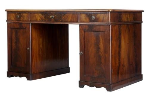 19TH CENTURY FLAME MAHOGANY PEDESTAL DESK