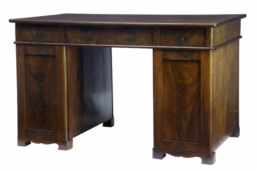19TH CENTURY MAHOGANY PEDESTAL KNEEHOLE DESK