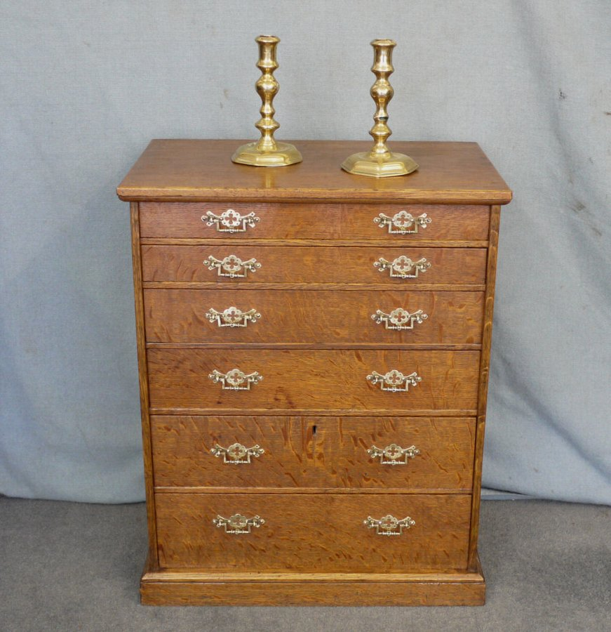 Small oak speciman chest of drawers