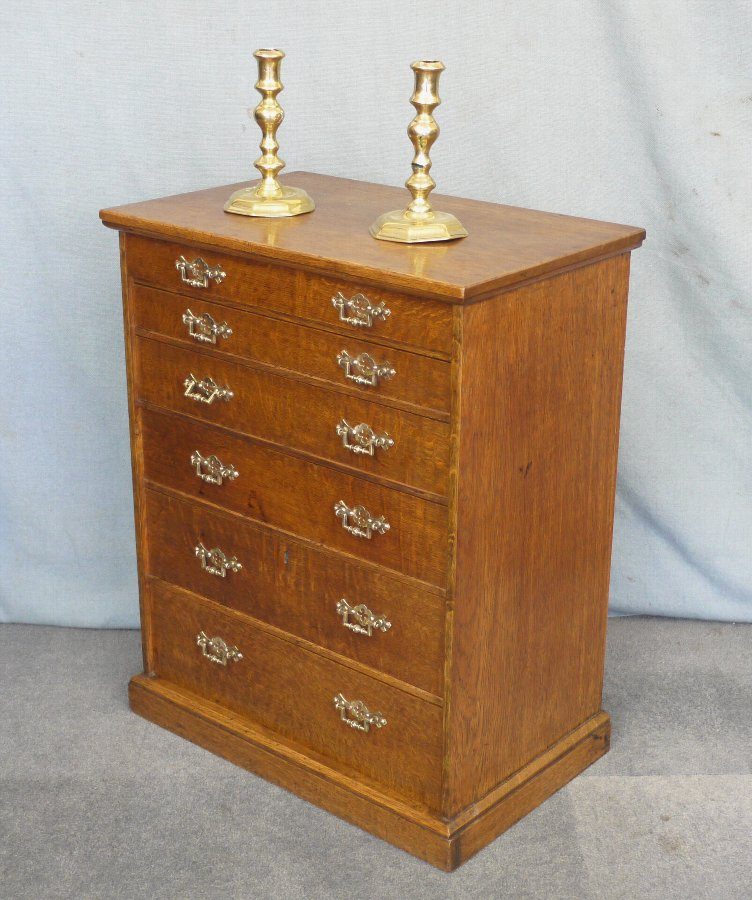 Antique Small oak speciman chest of drawers