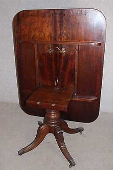 Antique 1820's - Beautiful Regency Plum Pudding Mahogany Breakfast Table. Tip Up.