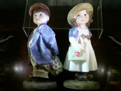 Lovely Young Courting Couple Statues