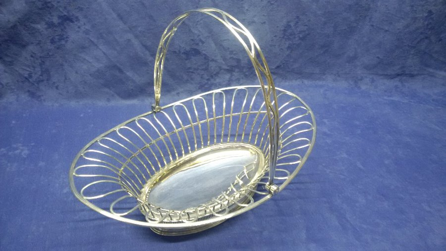 ANTIQUE GEORGIAN ENGLISH OLD SHEFFIELD PLATE SWING HANDLED CAKE BASKET CIRCA 1780