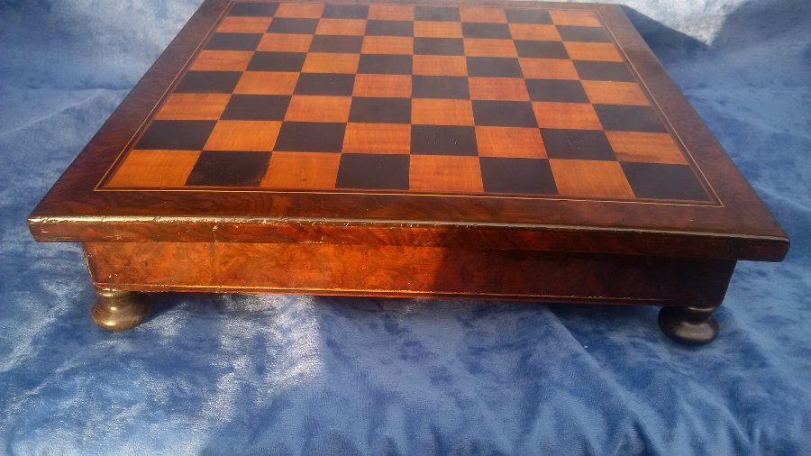 Antique ANTIQUE 19TH CENTURY VICTORIAN ROSEWOOD AND CROSS BANDED GAMES OR CHESS BOX
