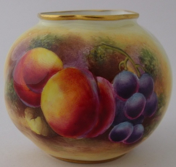 Antique Exquisite Royal Worcester Fruit Vase By D Bowkett c1951