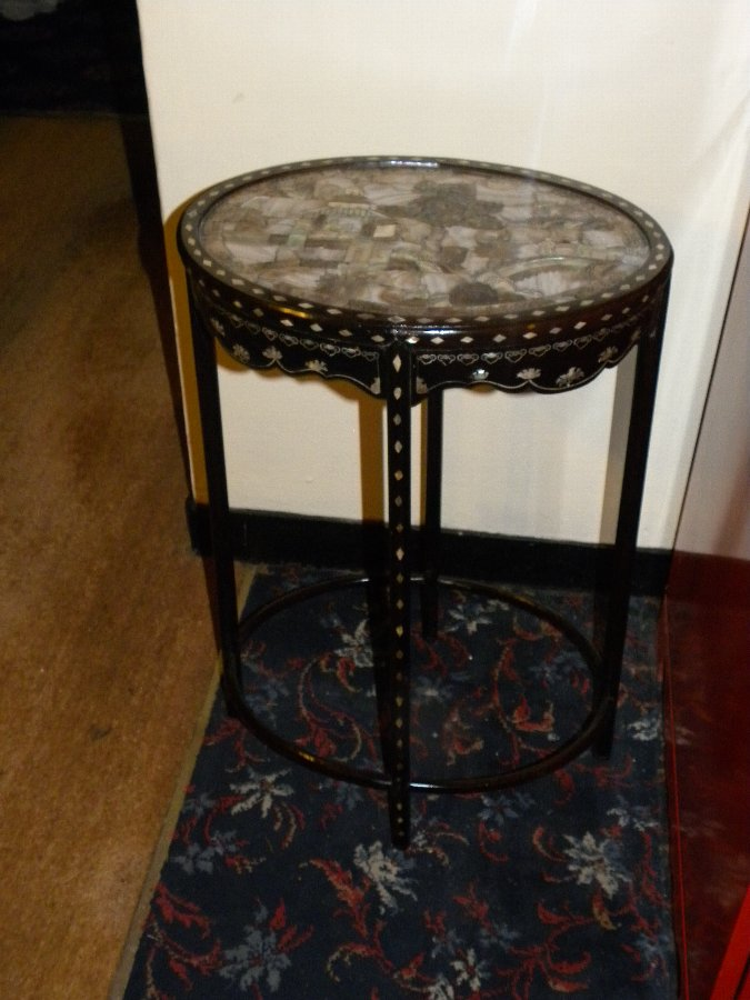 A stunning oval Chinese side table inlaid with mother of pearl - Item 3205