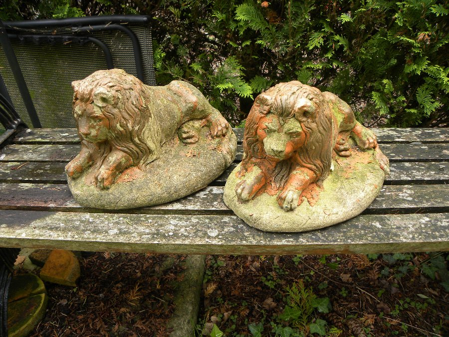 Two small stone lions mounted on oval bases, suitable for indoor or outdoor use - Item 3209