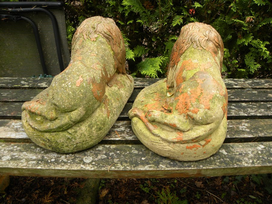 Antique Two small stone lions mounted on oval bases, suitable for indoor or outdoor use - Item 3209