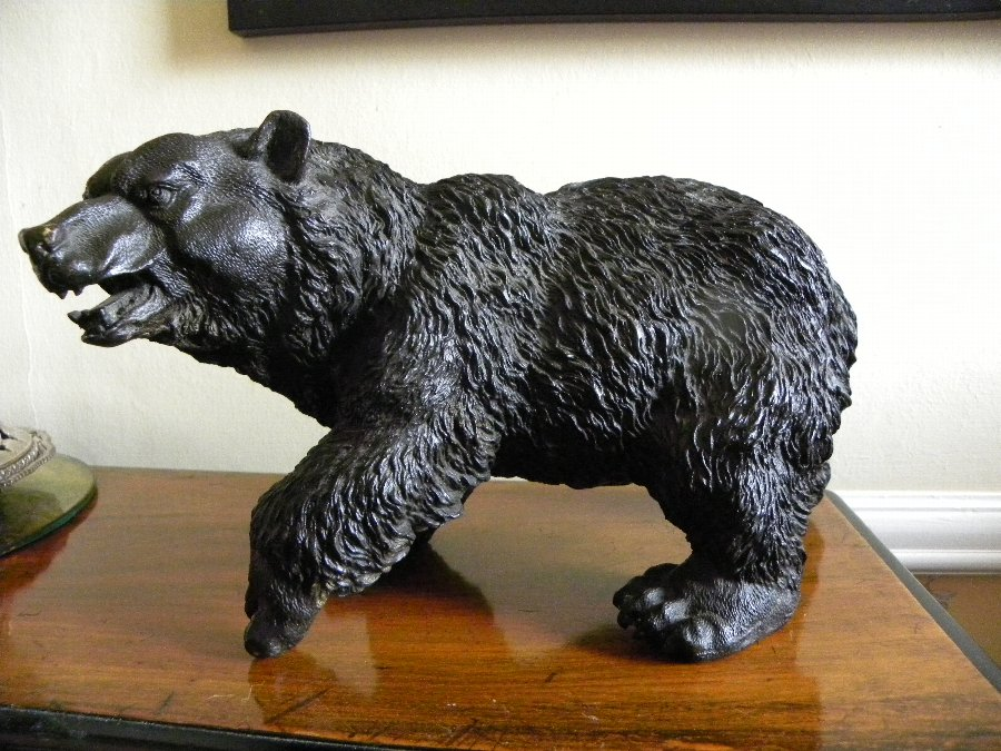 A fine quality well cast bronze of a grizzly bear - Item 3328