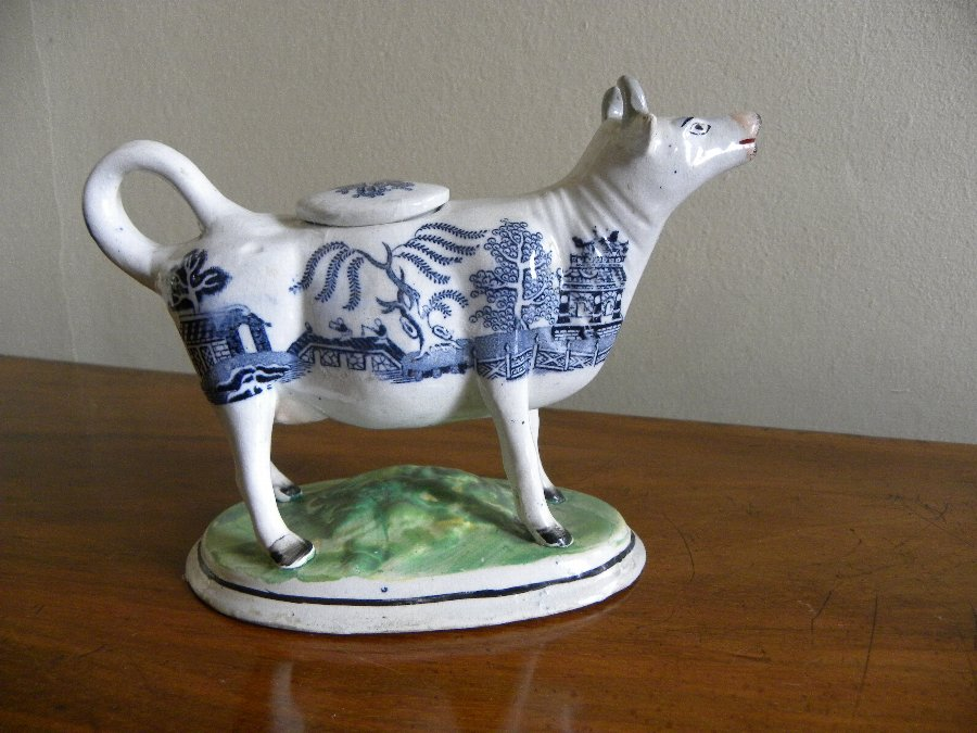 An early 19th century Staffordshire cow creamer = Item 3330