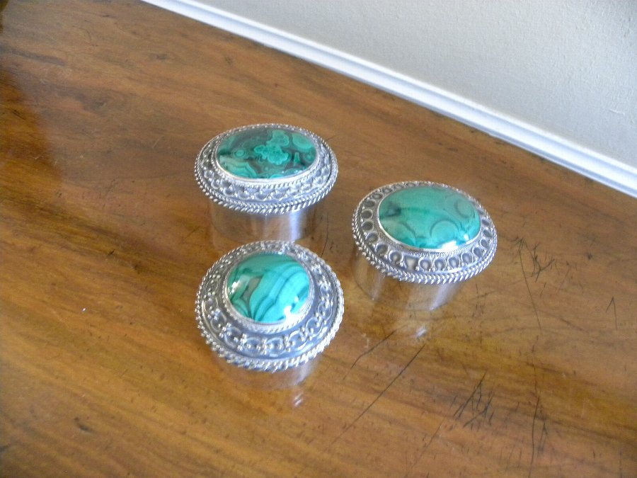 A trio of boxes with inset malachite lids - Item 3357