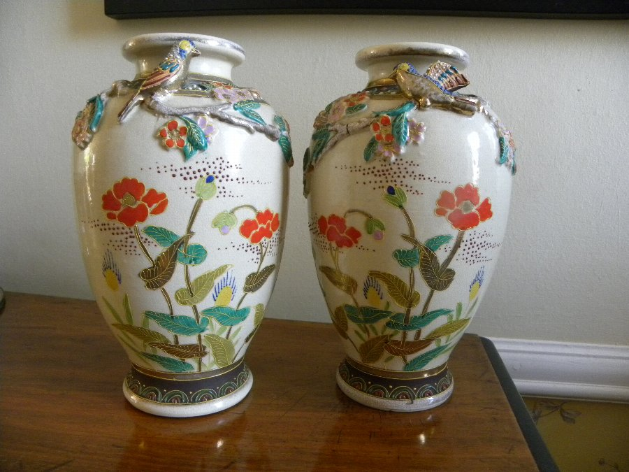 A pair of oriental vases with applied bird motif - Item 3358