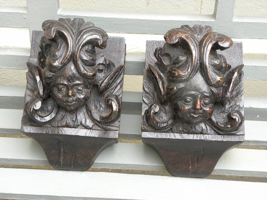 Pair of carved wooden heads - Item 3346A