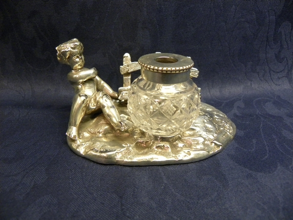 Silver plated inkwell in the form of a cherub - Item 328